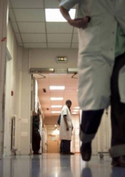 orientation ecoles Fin du concours infirmier et réforme des épreuves pour les internes en médecine Les ministres de la Santé et de l'Enseignement supérieur ont annoncé ce jeudi la fin du concours pour les infirmiers, à partir de 2019. infirmier, concours, réforme, interne, médecine