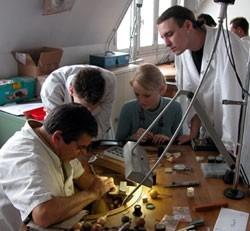 d couvrez les m tiers de la bijouterie joaillerie un secteur qui recrute m tiers le. Black Bedroom Furniture Sets. Home Design Ideas