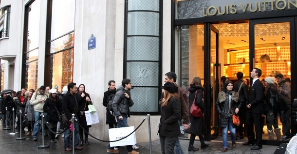 louis vuitton sur les champs elysees a paris