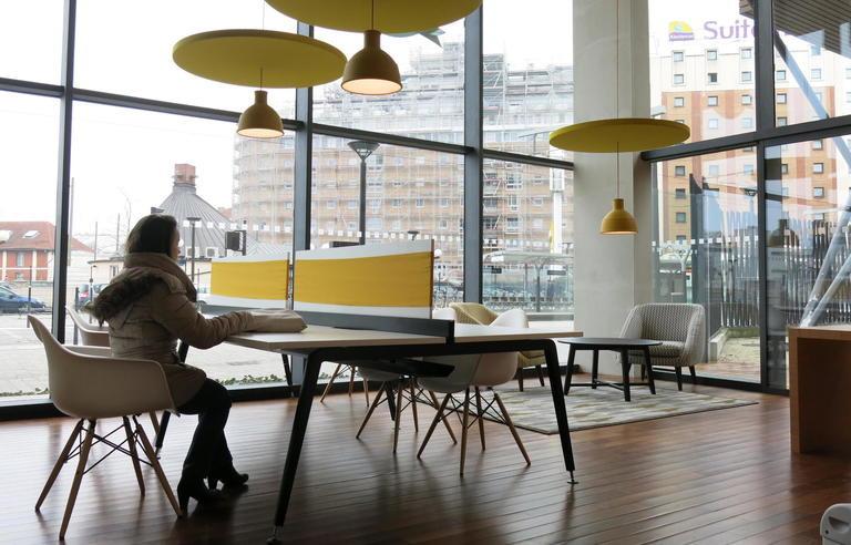 coworking de r visions des espaces ouverts aux tudiants pour travailler sans contraintes. Black Bedroom Furniture Sets. Home Design Ideas